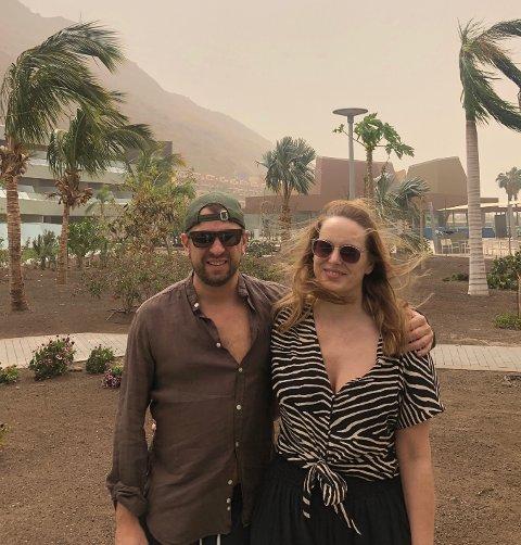 SANDSTORM: Ekteparet Rune Bruvik og Kristine Bruvik Vikse fra Haugesund fikk ikke helt den starten på ferien som de hadde sett for seg.