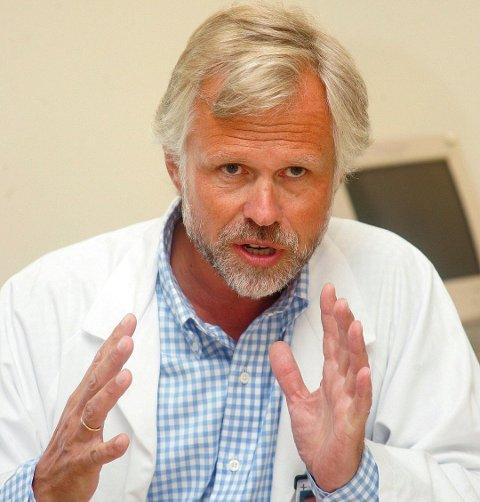 FYLKESLEGEN: Jan Petter Odden vil ikke kommentere detaljene, men berømmer brannvesenet for innsatsen. Foto: Lisbeth Andresen/RB.no