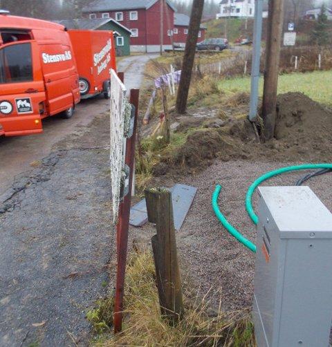BRÅK: En ulovlig plassert stolpe og uenighet om trafo-plassering er noe av det Rolf Nilsen anklager Skagerak Energi for i et brev til strømgiganten.