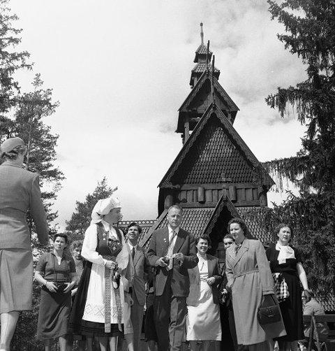"""KALDKRIGSTURISME: Besøk av Sovjetiske turister var nyhetsverdig i 1956. """"Været var herlig og Oslo presenterte seg fra sin aller beste side"""", skrev bladet Aktuell."""