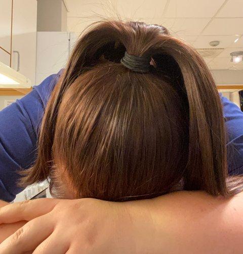 SLITEN: I mars ble Marita smittet av koronaviruset på jobb som sykepleier. Ti måneder etterpå er hun delvis sykemeldt og har sterke smerter.