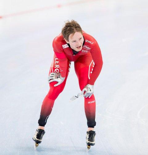 Sverre Lunde Pedersen tok i fjor sølv i allround-VM. På hjemmebane iu år ble han nummer fire, og nå forklarer landslagssjefen at de har gamblet denne sesongen, for å ta igjen Sven Kramer. Det gikk ikke bra.