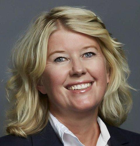 NY PÅ TOPP: Advokat Kristin Ourom er ny styreleder i Øvre Eiker Energi AS. Hun er den første kvinnelige styrelederen i selskapet. FOTO: KVALE