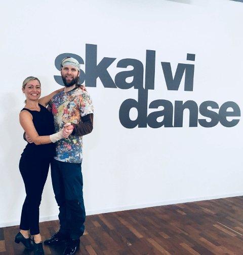 Skal vi danse? Aune Sand er klar til danseduell lørdag. Han er trent av Ewa Trela.