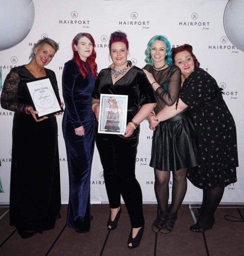 Årets salong: Dette er gjengen som vant prisen for årets salong i Hairport-kjeden. De er Kjersti Imsdalen, Andrea Ljønerholth, Lill Anita Sørensen, Camilla Johansen og Yvonne Stenerud.