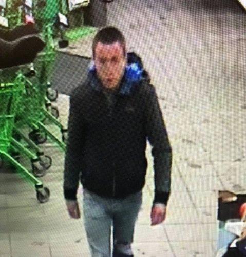 SAVNET: Siste kjente observasjon av 22-åringen fra Litauen ble gjort på Kiwi Kleivbrottet tirsdag formiddag. Torsdag ettermiddag går politiet ut med dette bildet.