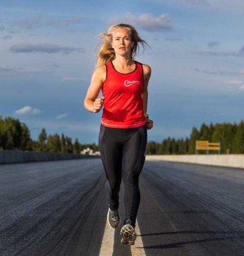 KASTER SEG UT I DET: Gry Merkesdal elsker trening og fikk et nytt perspektiv på livet da foreldrene døde med kort tids mellomrom. I helgen venter den største styrkeprøven så langt.