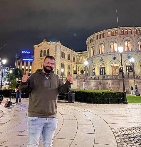 STORFORNØYD: Ting har snudd raskt for Ivar Hasan (25), som fredag fikk beskjed om at han får skoleplass likevel.