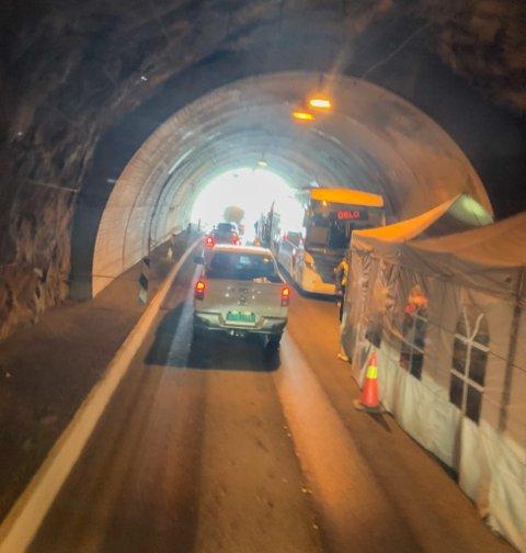 FILMINNSPELING: Slik såg det ut i Ospelitunnelen på Strynefjellet fredag.