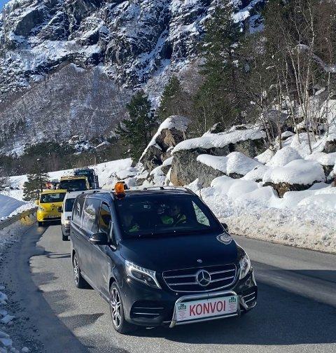 Protest-konvoi mot en E136 i dårlig forfatning, ble gjennomført søndag mellom Åndalsnes og Bjorli. Rundt 300 biler deltok.