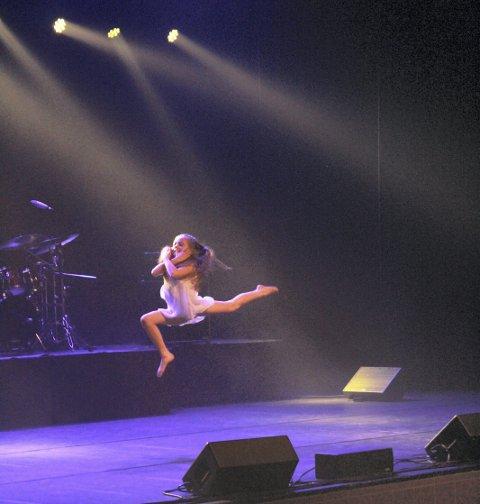 Dans: Miriam Endresen (11) hadde selv vært med på å lage koreografien på dansen hun framførte. foto: Benedicte Wærstad