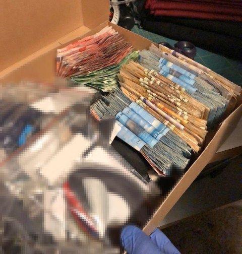 BENEKTET ALT. Mannen i 60-årene, der politiet fant disse pengene i en skoeske, benektet at pengene stammet fra svartsalg av kongekrabbe.