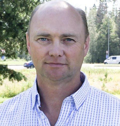 Orienterte: Yngvar Mjåland er enhetsleder for samfunn i Åmli kommune, og orienterte om kommunedirektørens budsjettforslag innen samfunnssektoren. Et av innsparingsforslagene går ut på å halvere tilskuddet til private veier. Arkivfoto