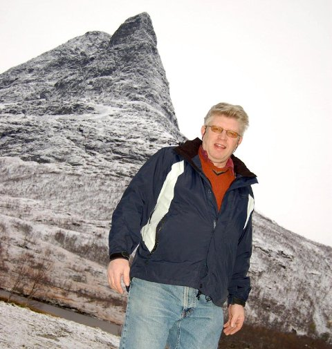 Fra Innerdalstårnet til havet; en høydeforskjell på 1.450 meter over middel vannstand. ° Fra Innerdalstårnet til havet, en høydeforskjell på 1.450 meter over middel vannstand.