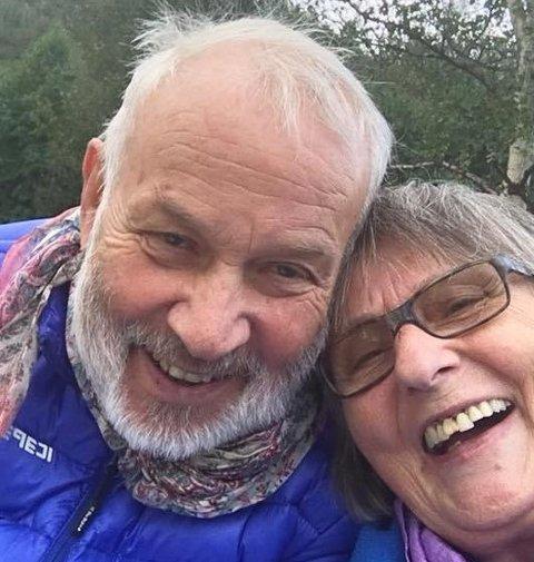 Bjørn Svendsen (77) og kjæresten Kirsten Mælen (77) venter fortsatt på at Bjørn skal få operert bort grå stær på øyet. Operasjonen han skulle hatt på Drammen sykehus ble utsatt da korona-viruset rammet Norge.