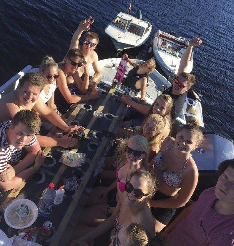 GODT LIV: - Gleden av å kunne invitere gode venner med ut på sjøen  er stor, forteller Lasse.