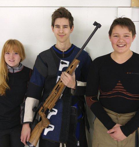 Vant lagkonkurransen: Silje Jeanett Holter, Jesper Dahl Norgård og Marius Bakken.