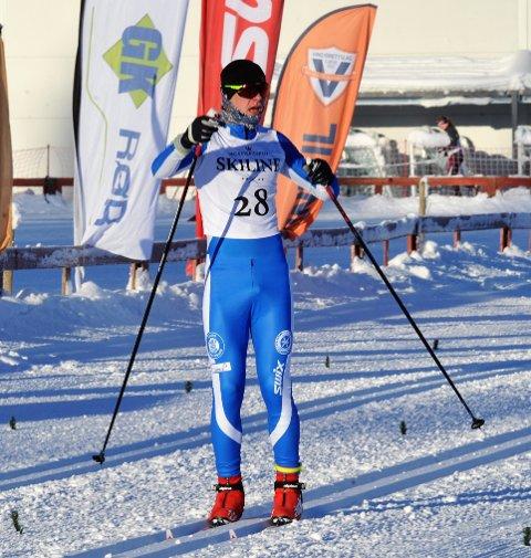 GLAD: Henrik Berg fra Gjøvik skiklubb gikk en strålende finale og sikret seg KM-gullet i 15-årsklassen.