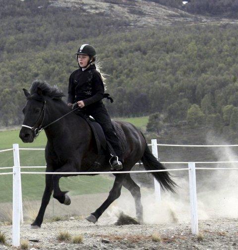 I farta: Maren Sæterhaug på Svàs