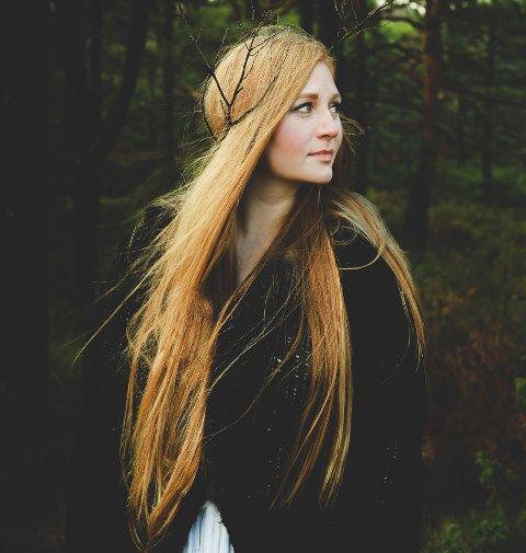 ÅPNER OPP: Maria Gilberg Spikkeland debuterer med selvprodusert album om kjærlighetssorgen.