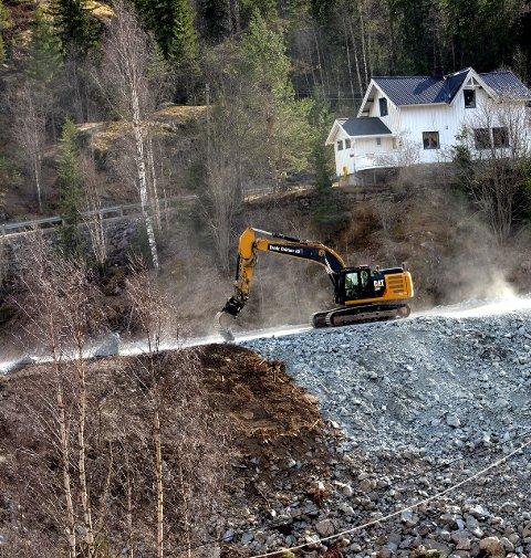 Ny veg: Den nye vegen opp mot Reinli vil gå på svære fyllingar.