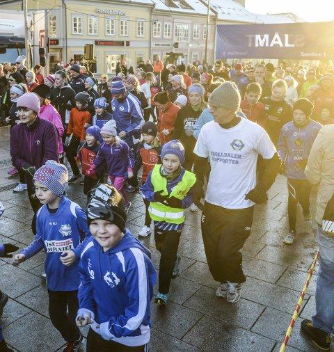 Folksomt: I fjor stilte over 700 deltagere til start i Nyttårsløpet. arkivfoto: Kent Inge Olsen