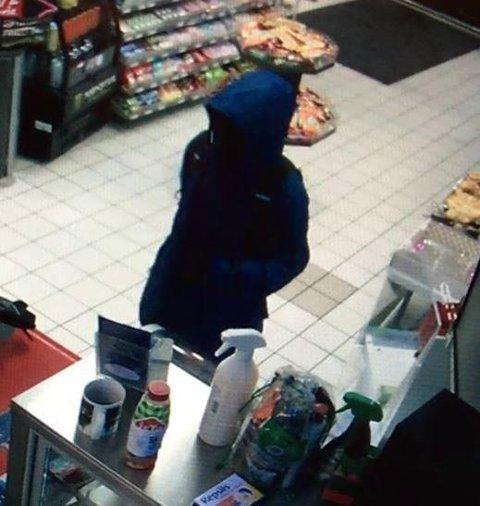 Her truet gjerningspersonen til seg penger ved Shell 7-Eleven natt til onsdag.