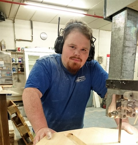 Mats Thomasrud, også kjent som «LAN-Mats» gjennom sitt arbeid med gaming-arrangementet Døgnvill LAN, starter for seg selv som møbelsnekker.