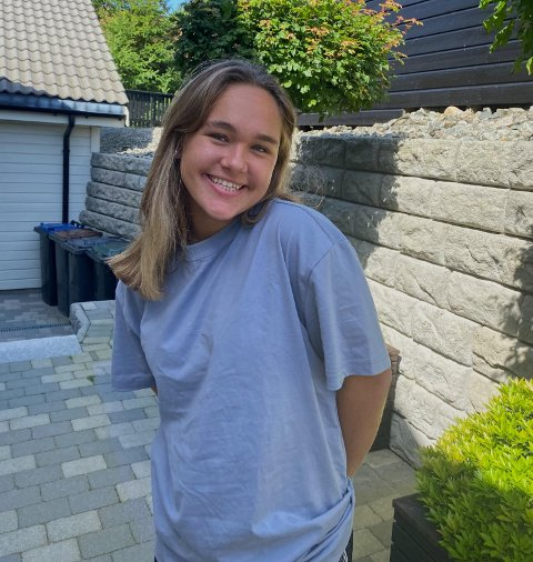Ingrid Synnøve Nødland har god grunn til å smile om dagen. Til daglig spiller 19-åringen for Klepp sitt A-lag i Toppserien for kvinner.