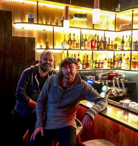 IMPULSIVE KAMERATER: Øystein Karlsen (til høyre) åpner baren Meyers på Grünerløkka sammen med kameraten Atle Antonsen.