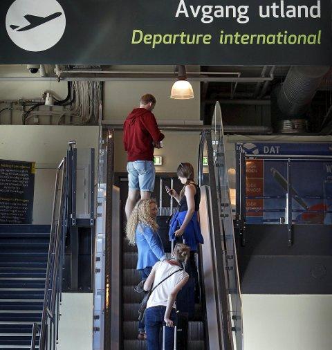 Liten tro: Verken Espen Andersen eller Harald Thune- Larsen tror det blir lett å blåse liv i ny flyplassdrift. foto: geir hansen