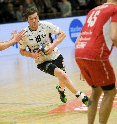 BLIR: Jonas Burud har skrevet ny ettårskontrakt med Elverum Håndball.