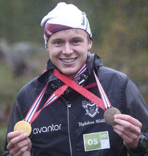 MILEPÆL: Jon Aukrust Osmoen tok den første individuelle NM-medaljen på mellomdistansen under NM-uka. På stafetten ble det gull. FOTO: ERIK BORG