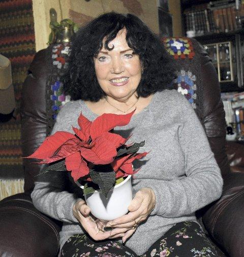 ARTIG: Else B. Andresen synes det er stor stas å få TKs julestjerne. Hun er en svært aktiv 76-åring som hjelper andre mennesker.