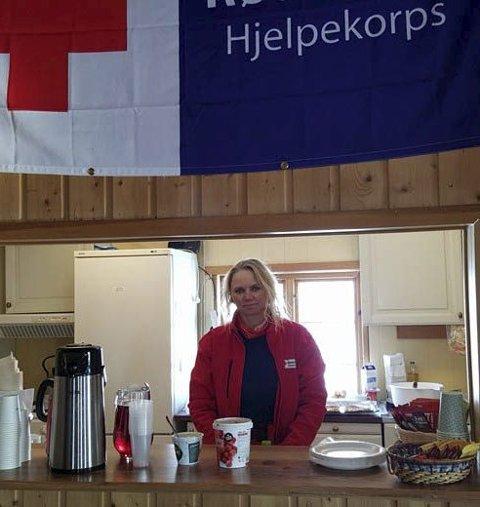 Klar med vafler: Evy Anita Nilsen var klar med vafler og kaffe i Røde kros hytta i Vadsø.