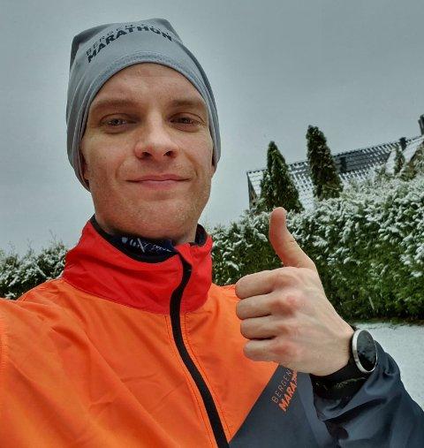PÅ LØPETUR: Thomas Berg Tellefsen har fortsatt med løpeturene. Her er han på en tur i Kragerø nylig.