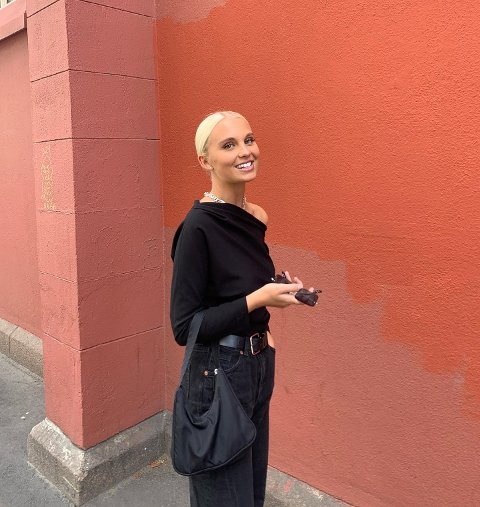 GLAD: Kristine Arntzen fra Larvik gleder seg til å starte dagen med tusenvis av lyttere.