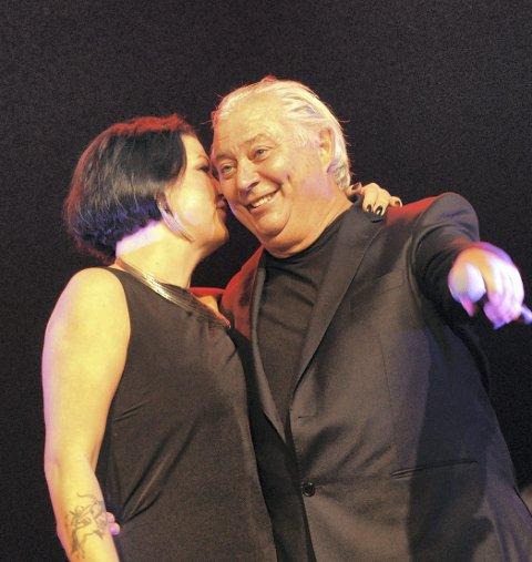 TAKKET: Inger Lise Bøe Bævre takket for seg etter seks årlige konserter med Smøla Janitsjar og Egil Holberg som dirigent.