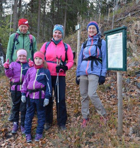 Etnedal Turlag: Linda Mæhlum Robøle var turleiar laurdag på Kongevegen opp frå Bruflat.Døtrene Maia (til venstre) og Synne var også med. Anne Marit Eide og Torodd Lybeck gjekkheilt opp til Breiesleiren.