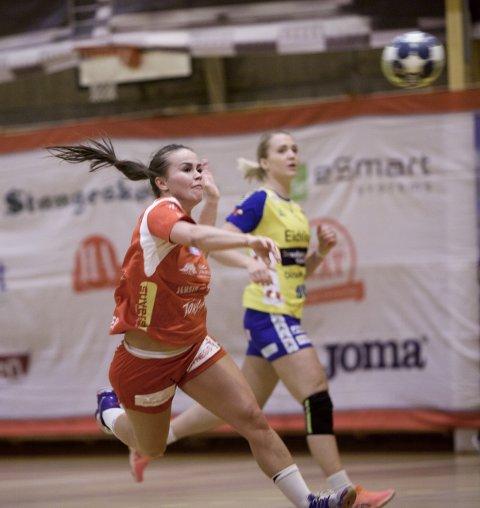 Miriann Sæther setter inn ett av sine sju mål mot Storhamar.