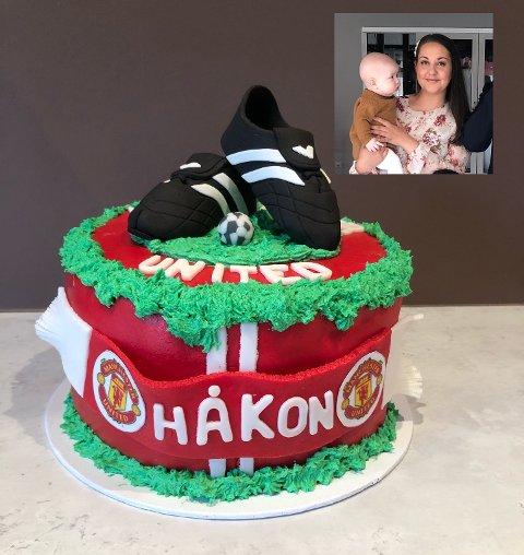HOBBYBAKER: Tina Aunvik begynte å bake for ti år siden. Nå har hun startet et lite kakeutsalg der man kan bestille skreddersydde kaker til spesielle anledning. Hun forteller at noen har spesifikke ønsker, som har resultert i blant annet denne fotballkaka.