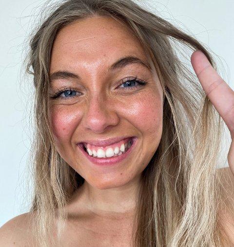 """Angelica Prag, opprinnelig fra Svelvik, kan love at det kommer noen """"dustete"""" historier fra Svelvik i den nye podkasten """"Ikke ligg på første date""""."""