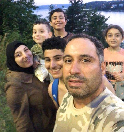 GIR OSS SYRISKE SMAKER: Jameel Salou og kona Afaf Akhseim med de fire barna Sara, Khalid, Mohammed og Abdel Aziz. tar sats og flytter til Notodden for å åpne egen restaurant.