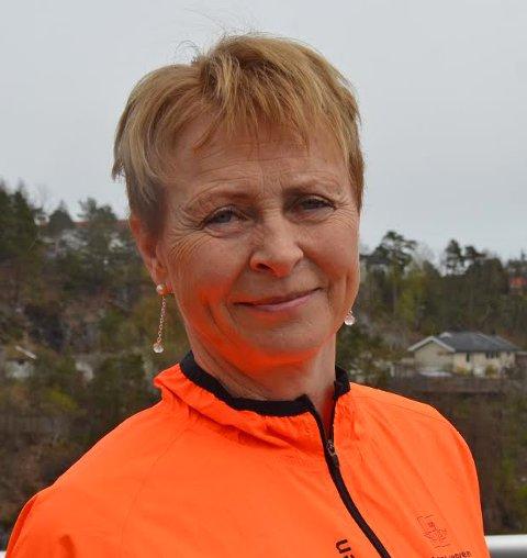 Signe Gunn Myre i Statens vegvesen ber folk om å klippe hekker og busker som kan hindre sikt.