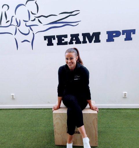PÅ JOBB: Marianne Krogh-Bjerke tar seg en rask pause på Team PT, som hun eier og leder. FOTO: GLØV