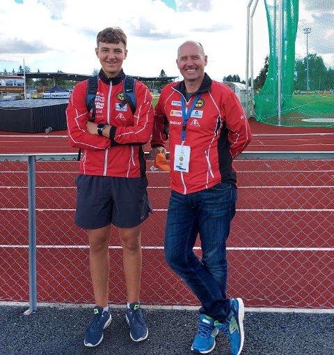 Erik Liberg og faren Roy Liberg deler interessen for friidrett og da særlig kastøvelser. I helga sto far og trener Roy «ringside» da sønnen satte ny personlig rekord under UM i friidrett på Jessheim.