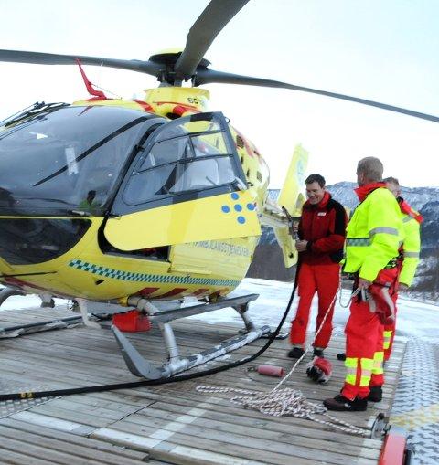 PÅ BAKKEN: Så langt har det vært en stille vinterferieuke for mannskapet på legehelikopteret i Oppland. Foto: Vidar Heitkøtter