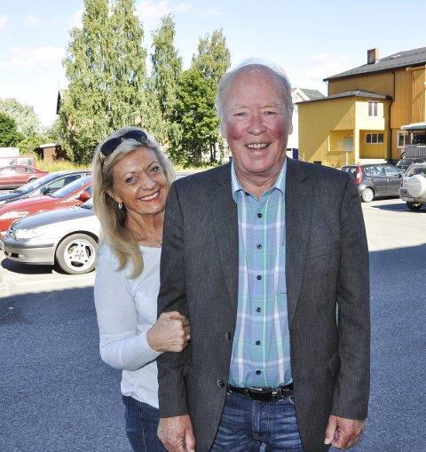 UTVIDER: Britt Viberg og Ole Vidar Lien opplever stor pågang til oktoberfesten og må flytte og utvide teltet for å få plass til flere