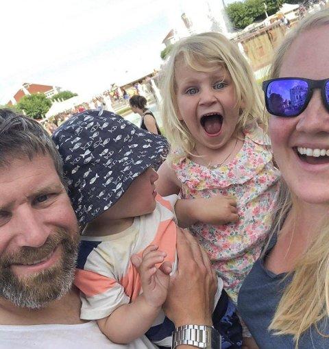 Løysing: Vemund (1) og Gunvor (3) har no fått plass i Røldal barnehage og trivs. Pappa Kjell Nilsen og mamma Anna Seim har dermed fått ein lettare kvardag.