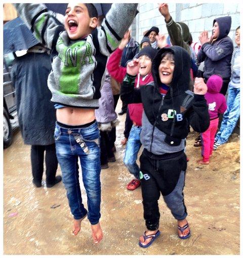 TRE KRIGER: Barna på ti år har opplevd tre kriger. - De evner å vise glede i en traurig hverdag, sier Kåre Simensen.